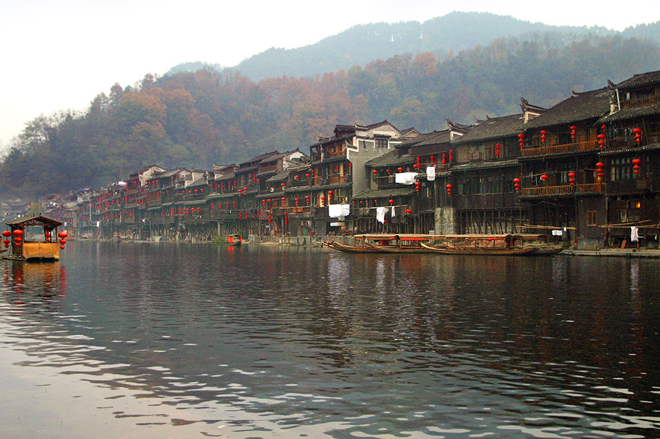 china/2007/fenghuang_full_river_view