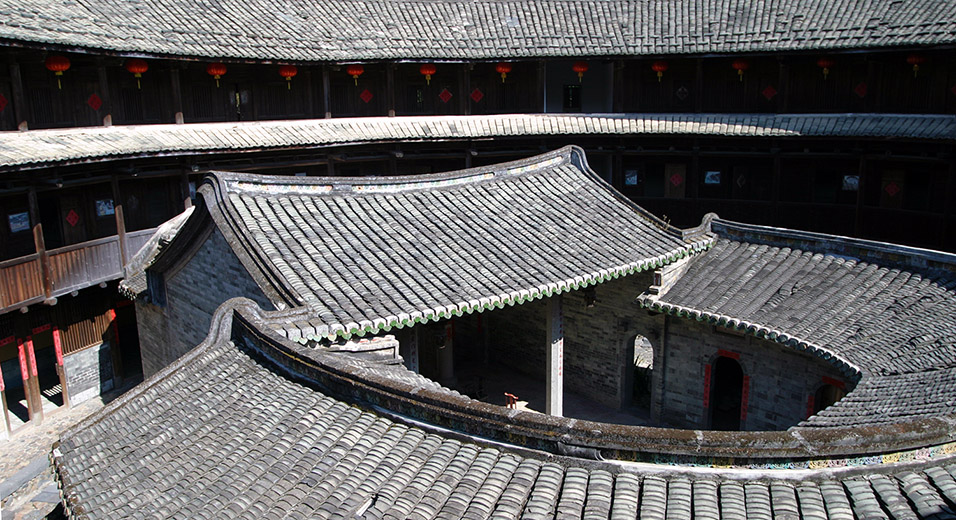 china/2007/tulou_restored_inside