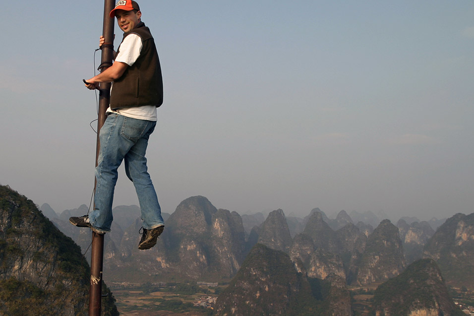 china/2007/yangshuo_brian_pole_moon_hill