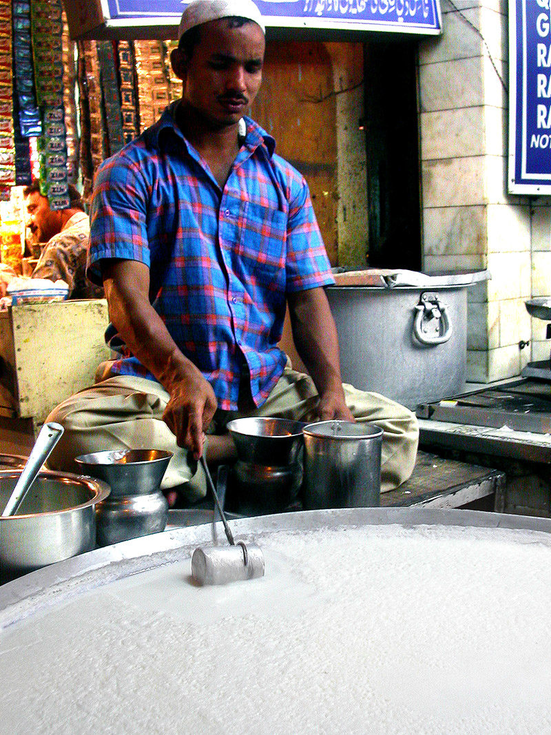 india/delhi_making_yogurt