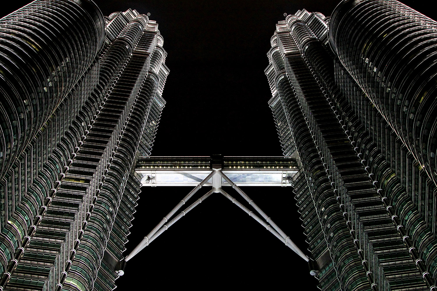 malaysia/2013/petronas_towers_looking_up