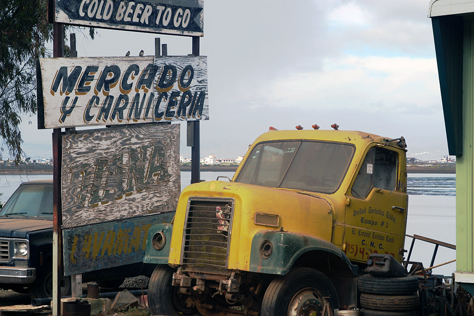 mexico/2006/ensenada_truck_broken_sign
