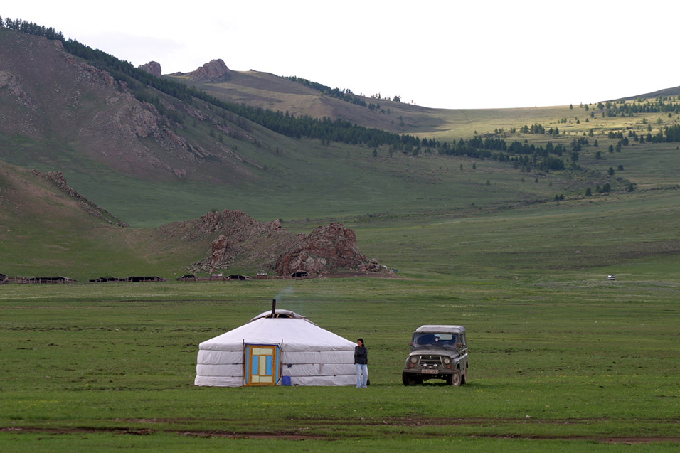 mongolia/lake_tsetserleg_ger_jeep_lady