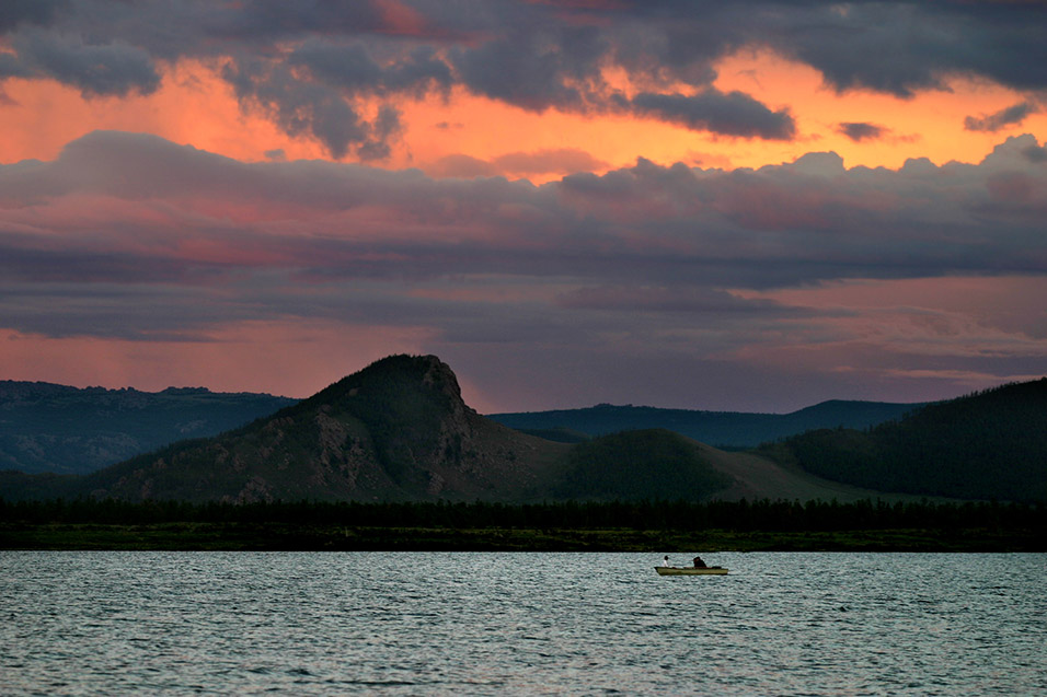 mongolia/lake_tsetserleg_sunset_epic