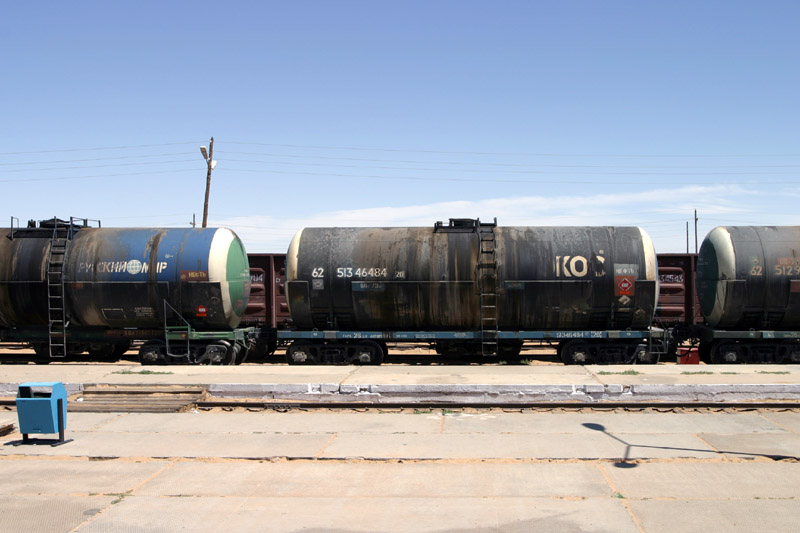 mongolia/zamen_uud_train_tanks