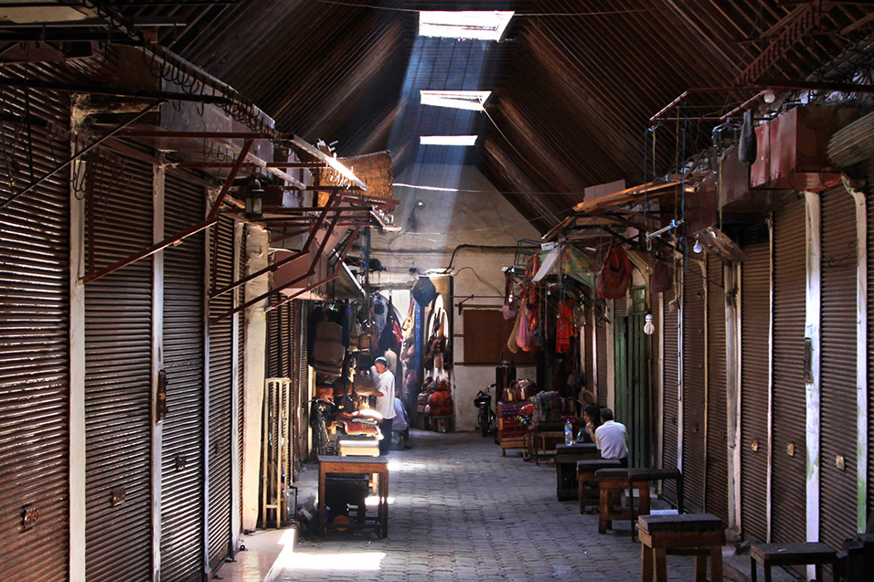 morocco/marrakech_souk_beams_light