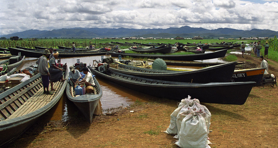 myanmar/inle_lake_boat_parking