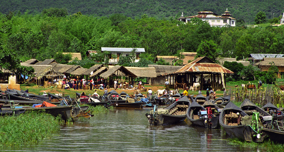 myanmar/inle_lake_boat_parking_market