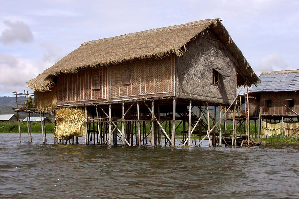 myanmar/inle_lake_house
