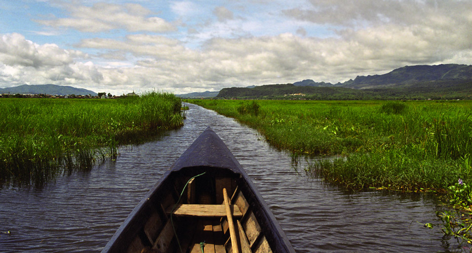 myanmar/inle_lake_in_a_boat