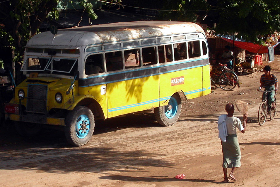 myanmar/mandalay_bus_yellow
