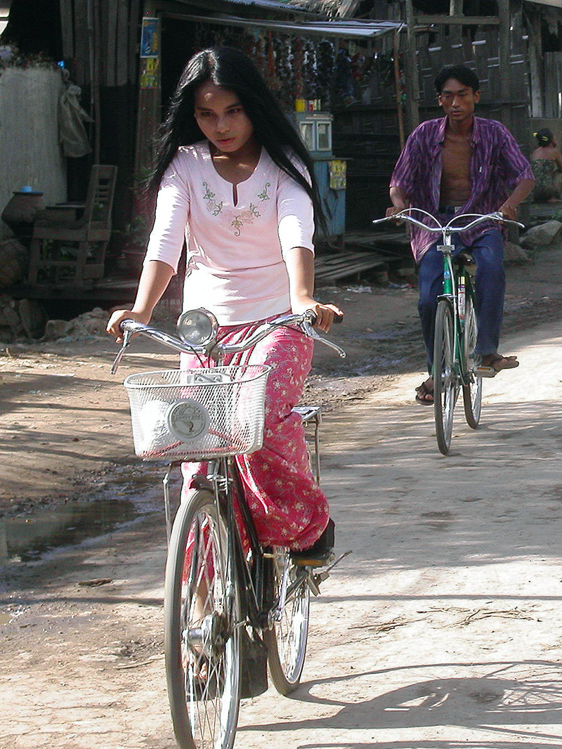 myanmar/mandalay_girl_bike