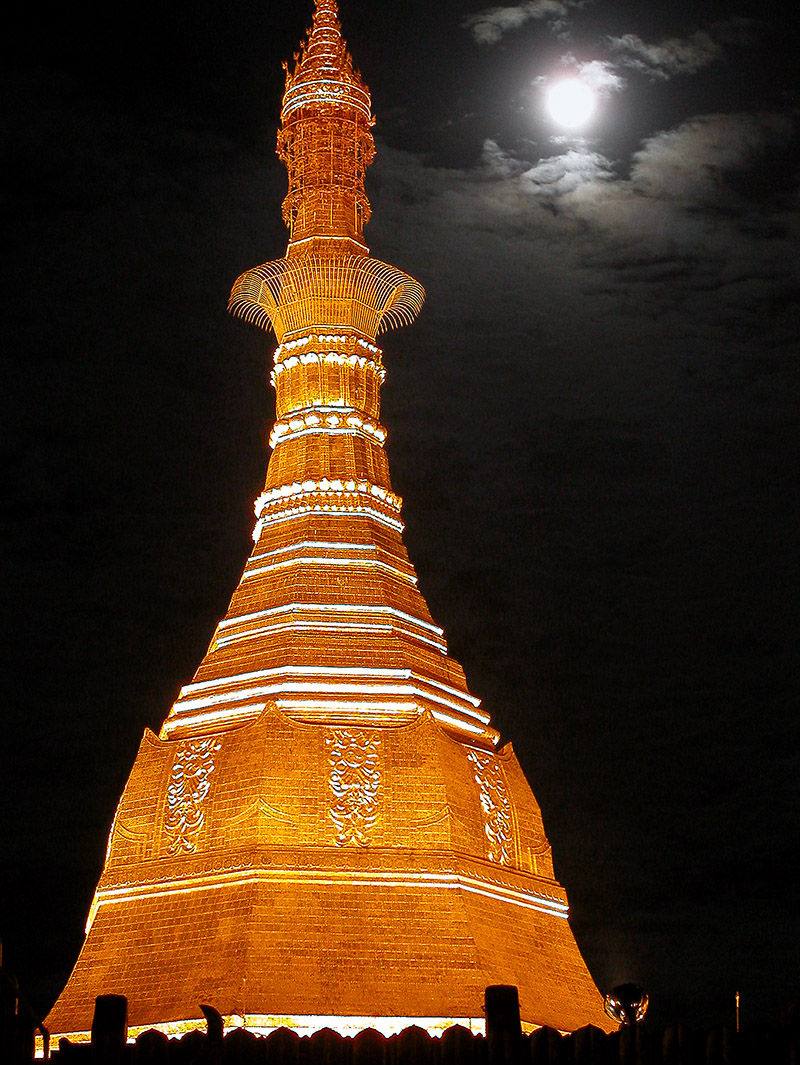 myanmar/sule_paya_night_moon