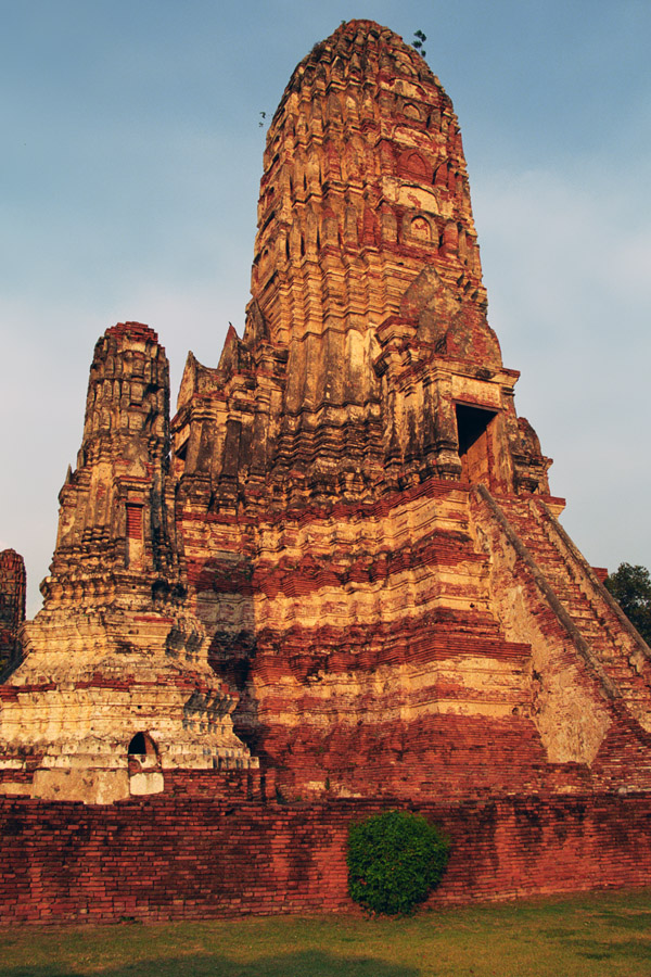 thailand/2004/ayutthaya_stupa_orange